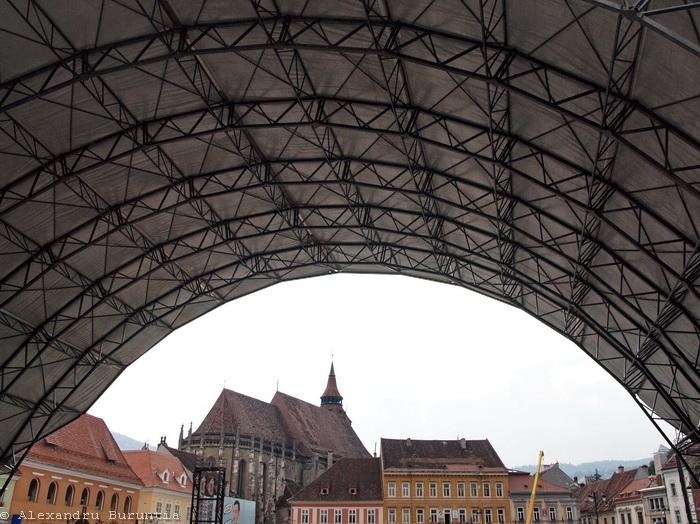 Piata Sfatului Brasov, scena Cerbului de Aur