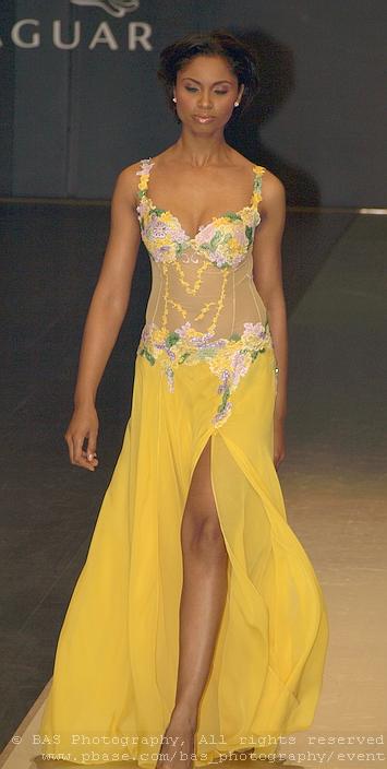 Bucharest Fashion Week 2008<br>Oans by Oana Savescu<br>model Laurette Atindehou