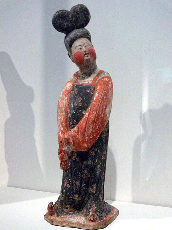 Lady with chignon- mingki tomb figure.jpg
