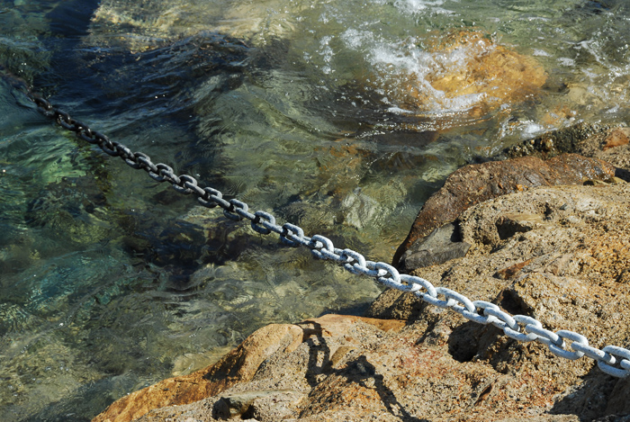 A chain into the water.