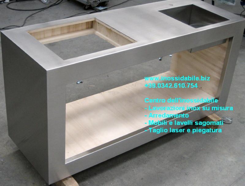 Blocco inox su misura arredamento cucina con lavello inox photo ...