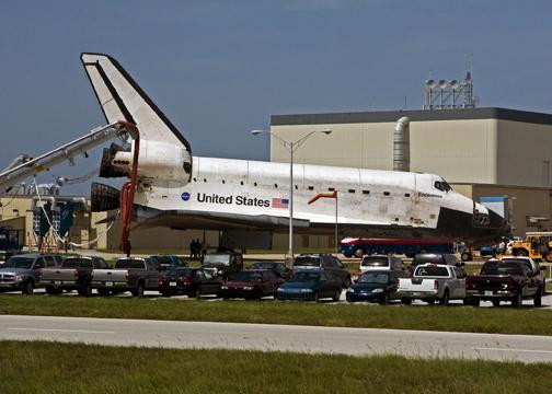 Shuttle Endeavour 1 hour after landing July 31, 2009