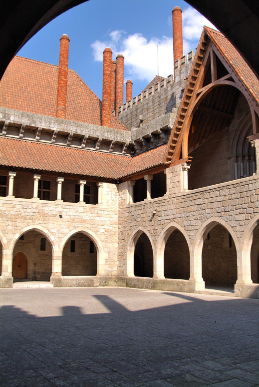 Courtyard, Duques de Branganca Palace