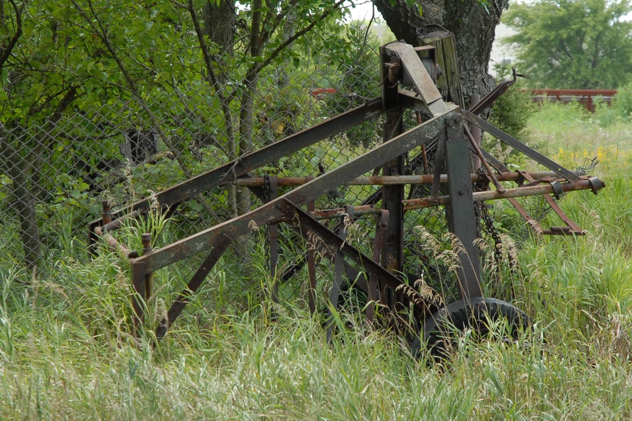 wonder how many have been lowered to their resting place by this piece of equipment/Keck Cemetery