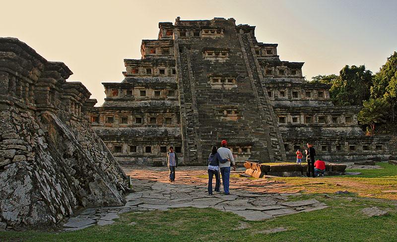 Pirámide de los Nichos<br>Eastside