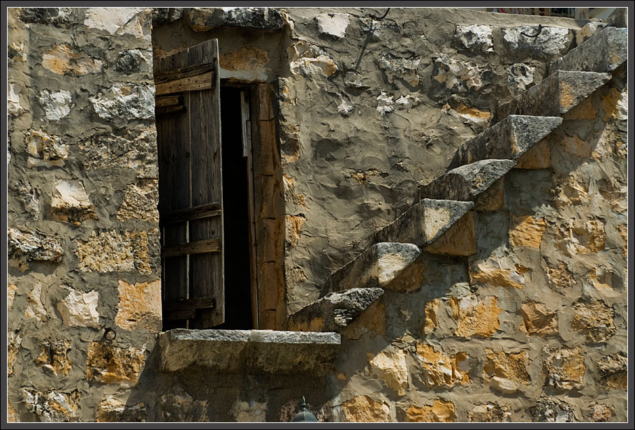 Meilya - ancient staircase to the roof / old houses