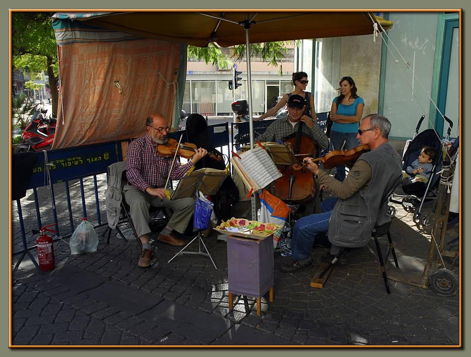 A street concert in Tel Aviv