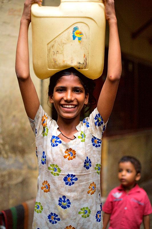 Girl carrying water - Delhi