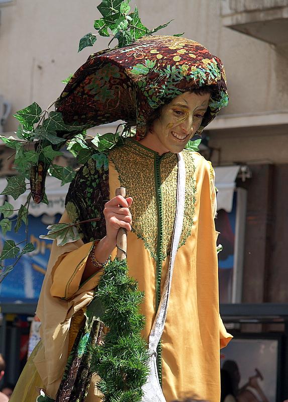 stilts nature lady2.JPG