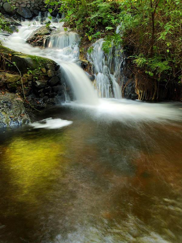 Light in the fall / Luz en la cascada
