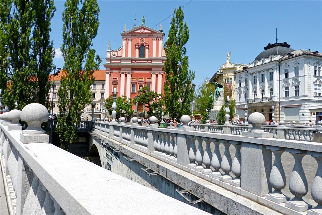 109 Triple Bridge (Tromostovje) Ljubljana.jpg