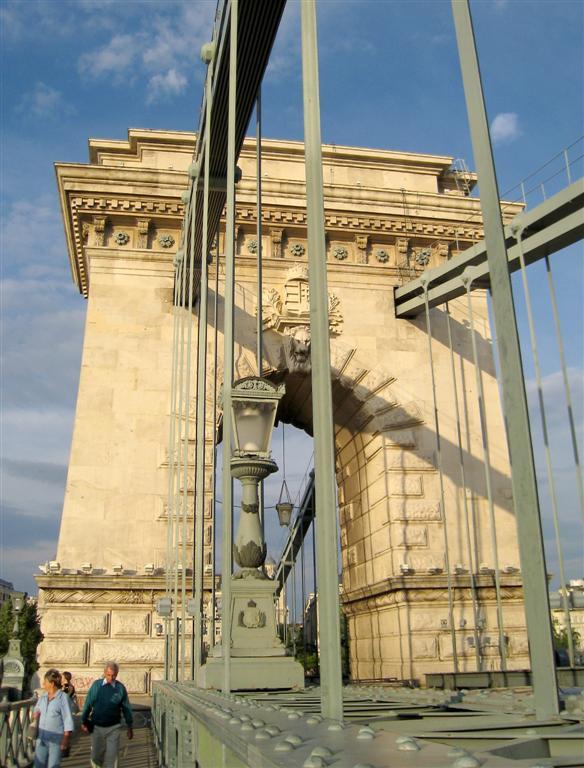 280 Roosevelt Ter entrance to Chain Bridge.jpg