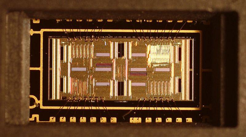 Extra close-up of the AF sensor. Lighting angle #2.