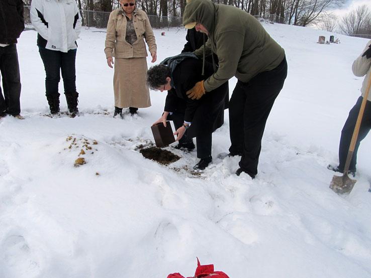 Burying Moms Ashes