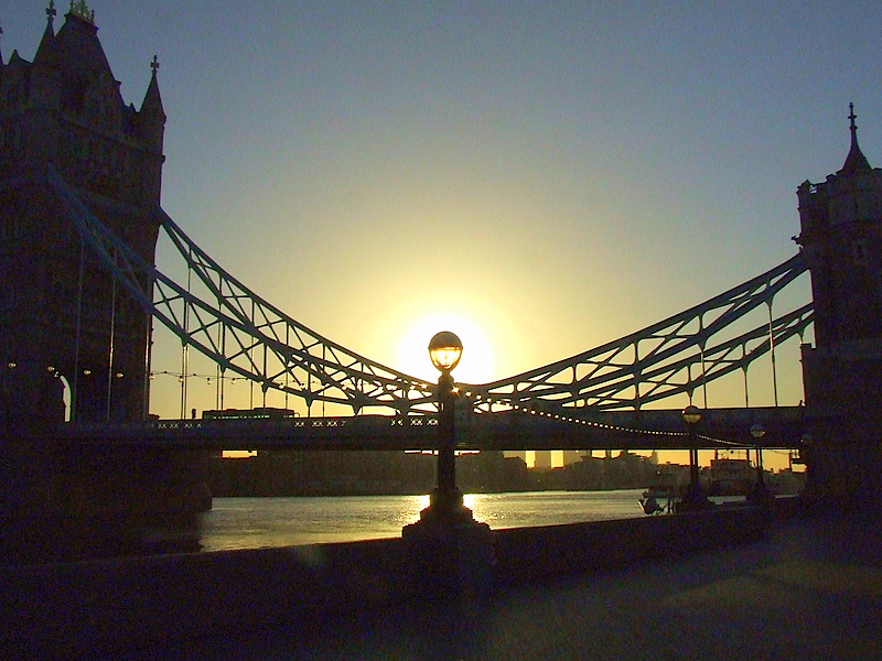 Sunrise at Tower Bridge.