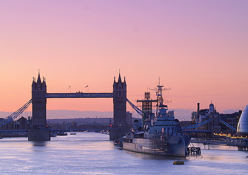 Tower Bridge,HMS Belfast and City Hall,in the dawn light.