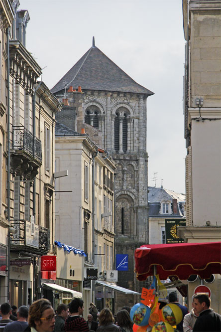 Rue Gambetta et église Ste Porchaire