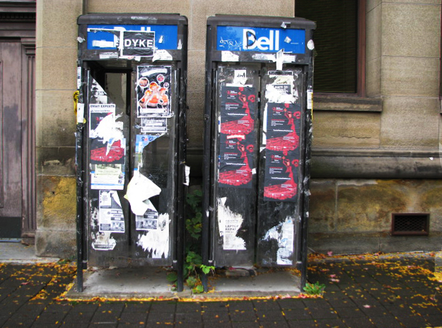 The pay phone, so passe ?
