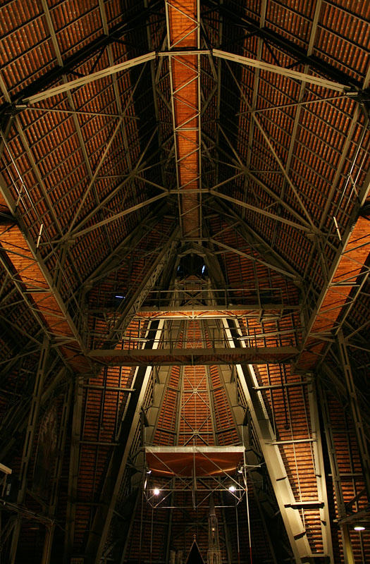 in the roof (steel construction by Wagner Biro)
