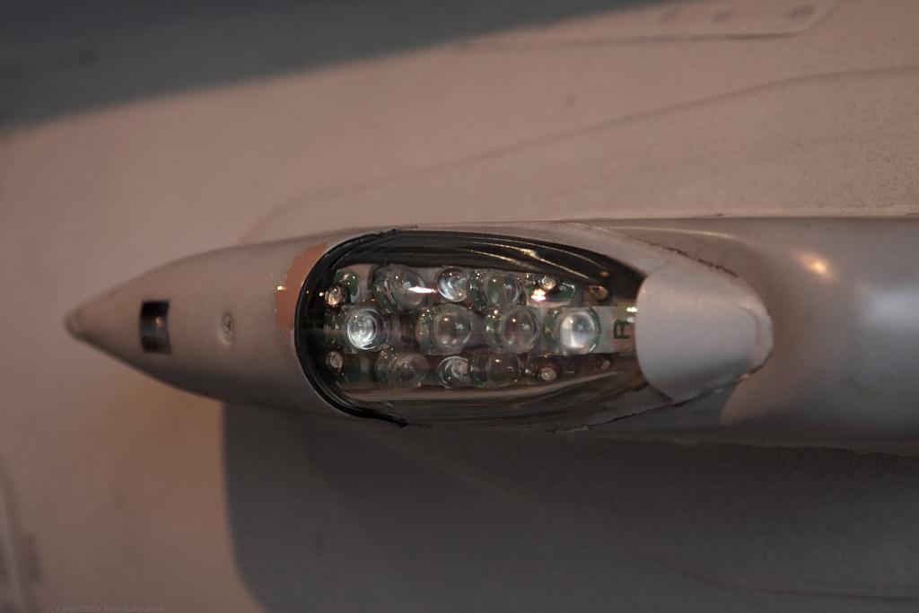 IMG_1035_F-16_right_position_light