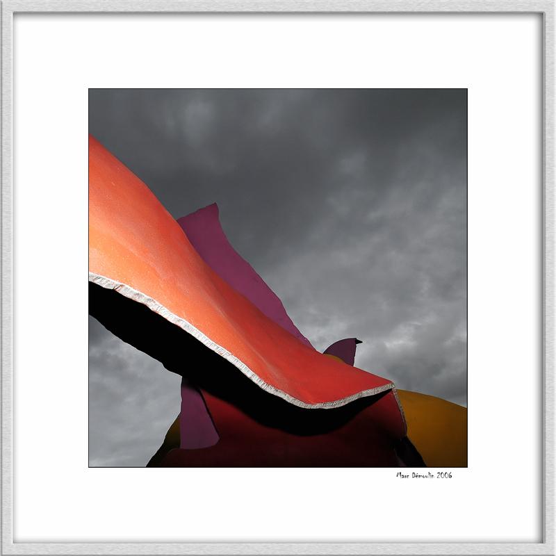 Modern sculpture on Gariglianos bridge 2