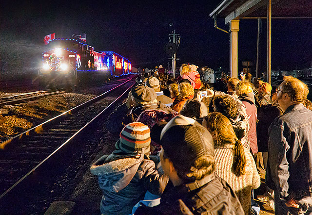 CP Holiday Train 2011 Arrives (20111127)