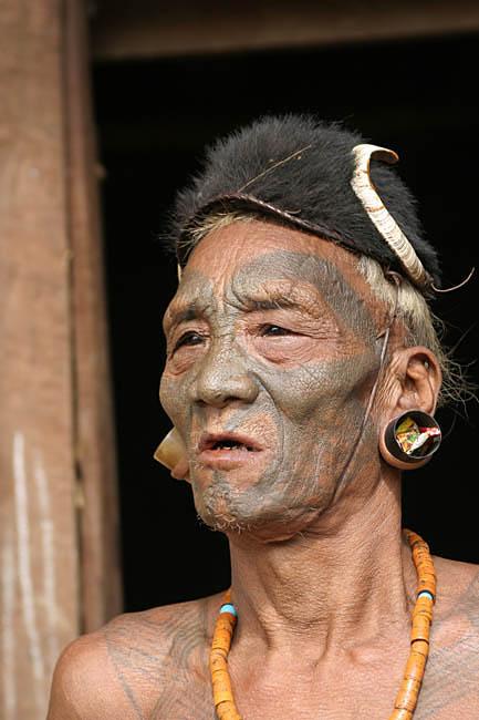 Headhunter in Longwa.