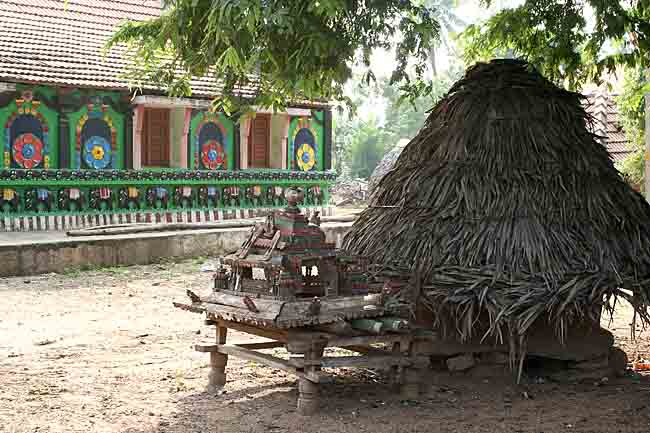 Small temple chariot in Namana Samudram.