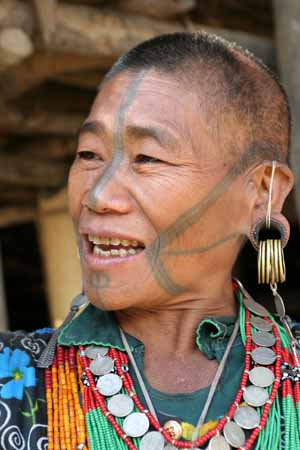 typical tattoos and ear piercings of Nocte lady