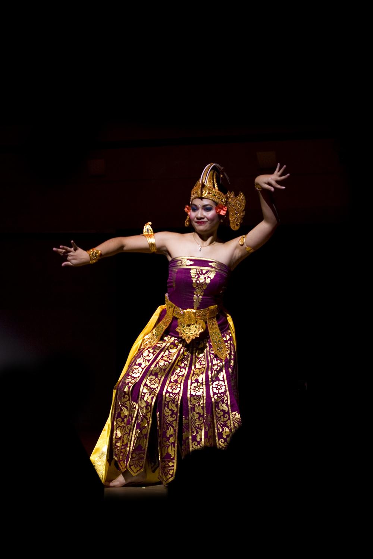 11-1-09 Pendet Dance  081.jpg