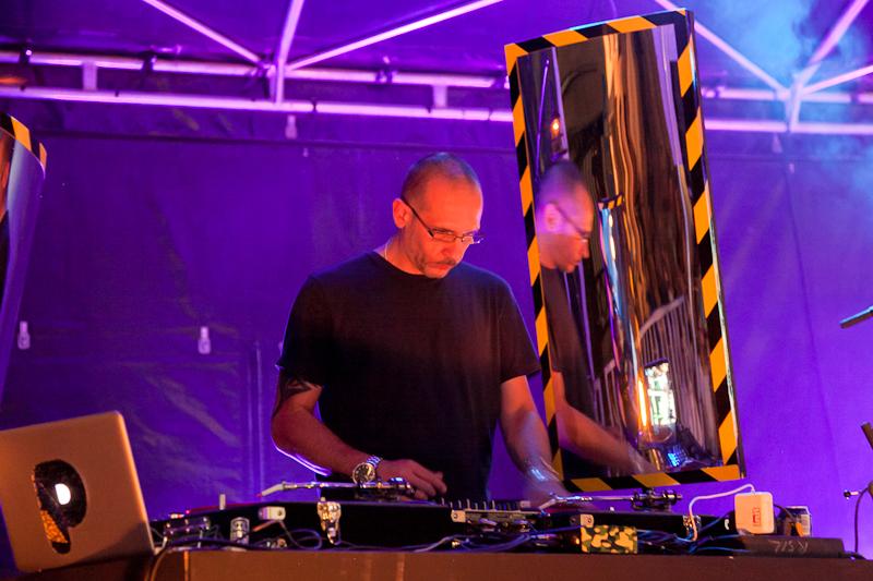 Le DJ des Cosmic Plot