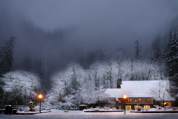 Multnomah Falls Lodge Snowstorm