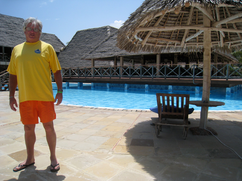 Dave, resplendent in yellow and orange :-) standing in front of the pool bar