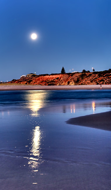 Pt Noarlunga Moon South Australia.jpg