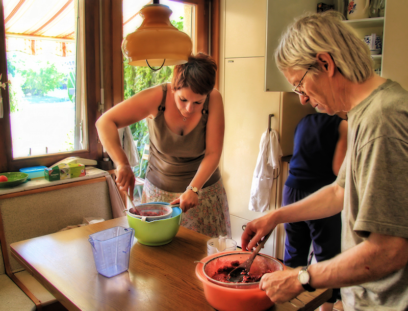 Marie-Luce takes care of red currents, François of strawberries....