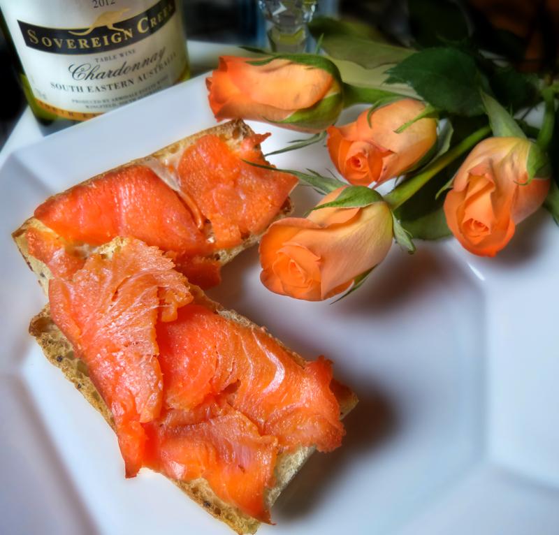 Harmony of hues: smoked salmon and petals...