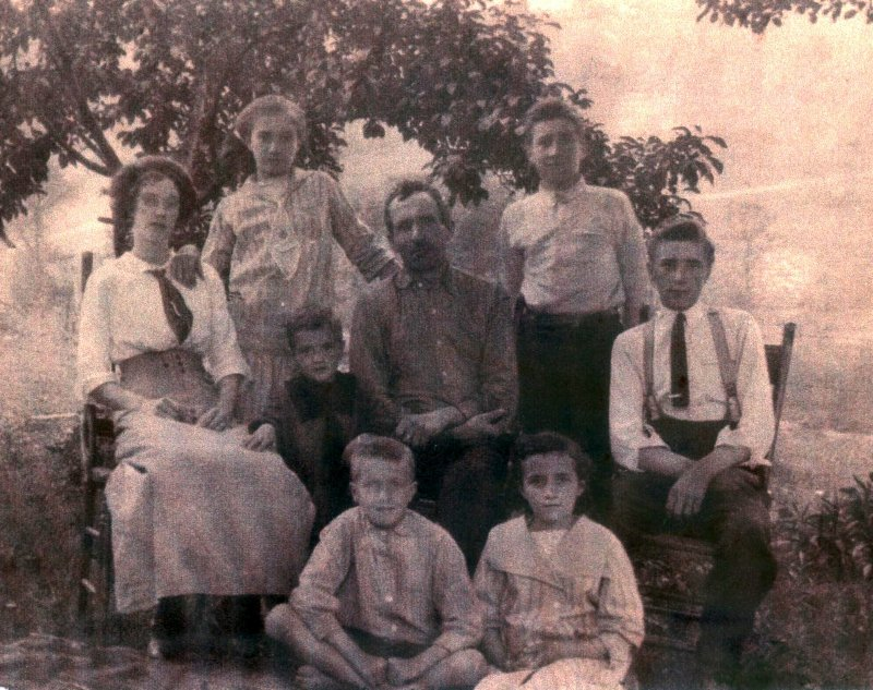Robertson Family Group 1913