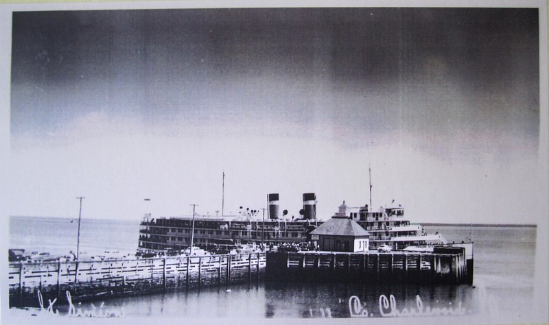 La Canada steamship line au quai de Pointe-au-pic, photo darchives