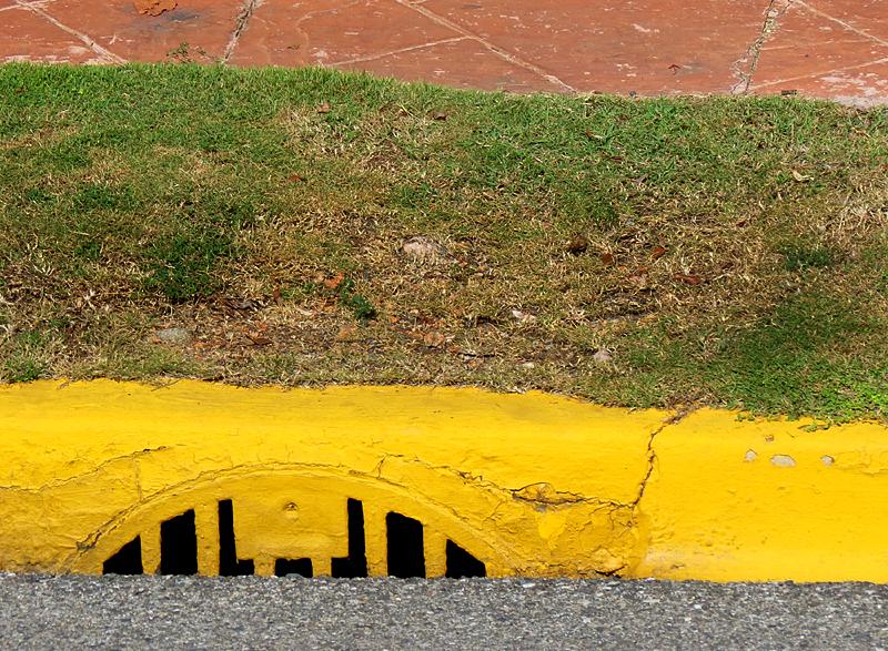 Le trottoir jaune