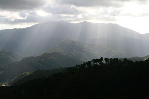 8386 Sun rays over Andalucia.jpg