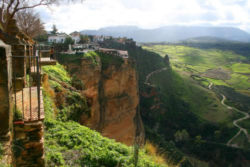8398 Cliff tops at Ronda.jpg