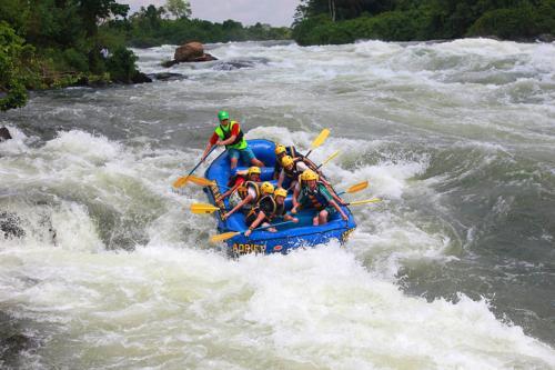 4045c Rafting White Nile.jpg