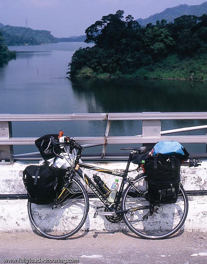 299  Liu - Touring Taiwan - Giant OCR 3 touring bike