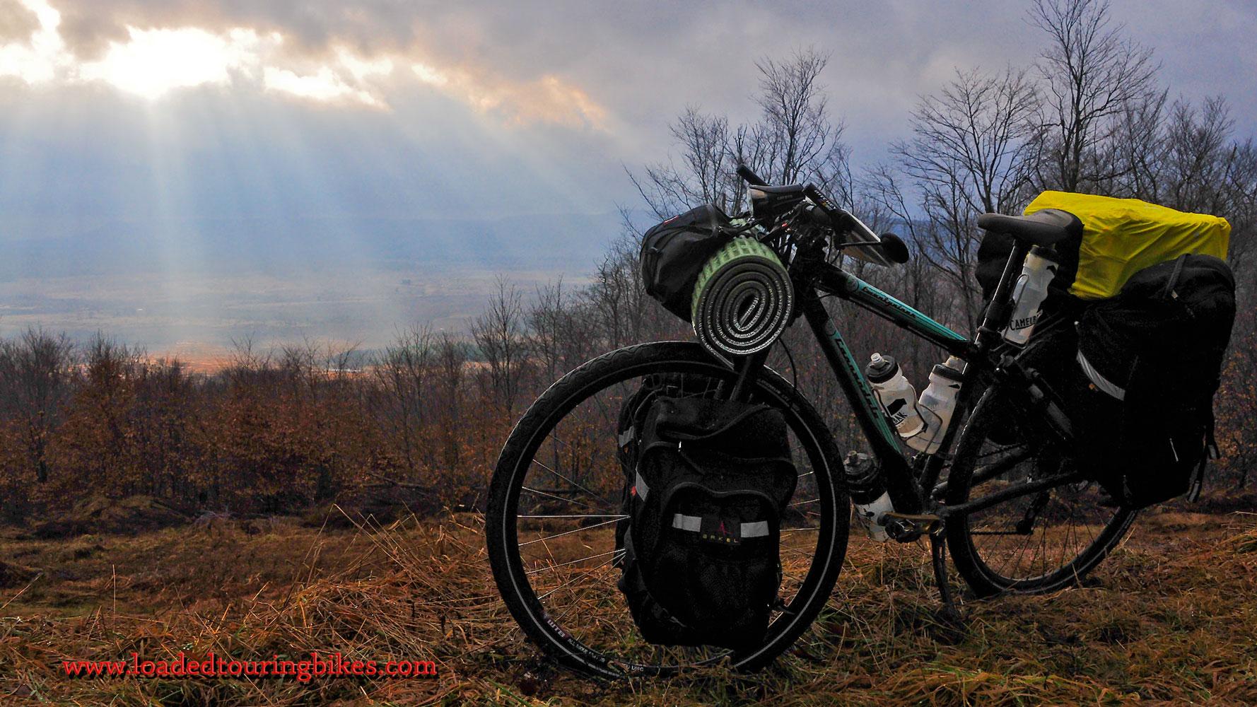 397    Ludovic touring West Virginia - Cannondale Twentyniner touring bike