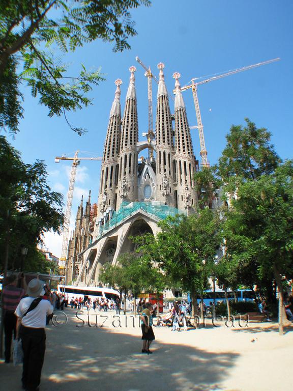 Gaudis Sagrada Familia in Barcelona.jpg