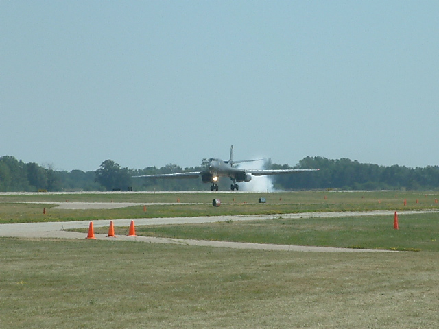 B1B Lancer touchdown at Oshkosh 06