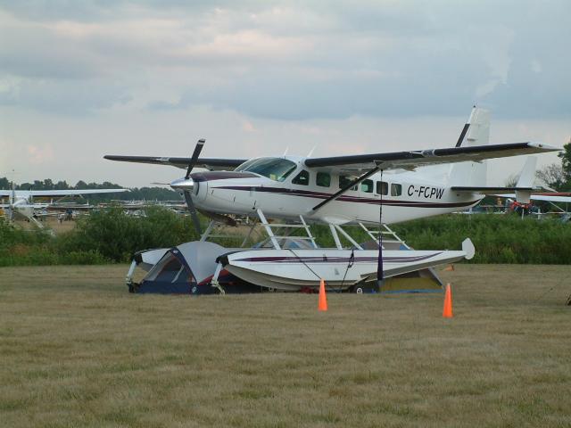 Caravan floatplane from Canada, Oshkosh 06