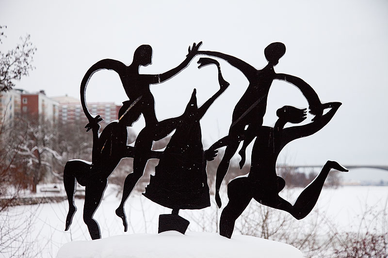Dance around the Christmas Tree