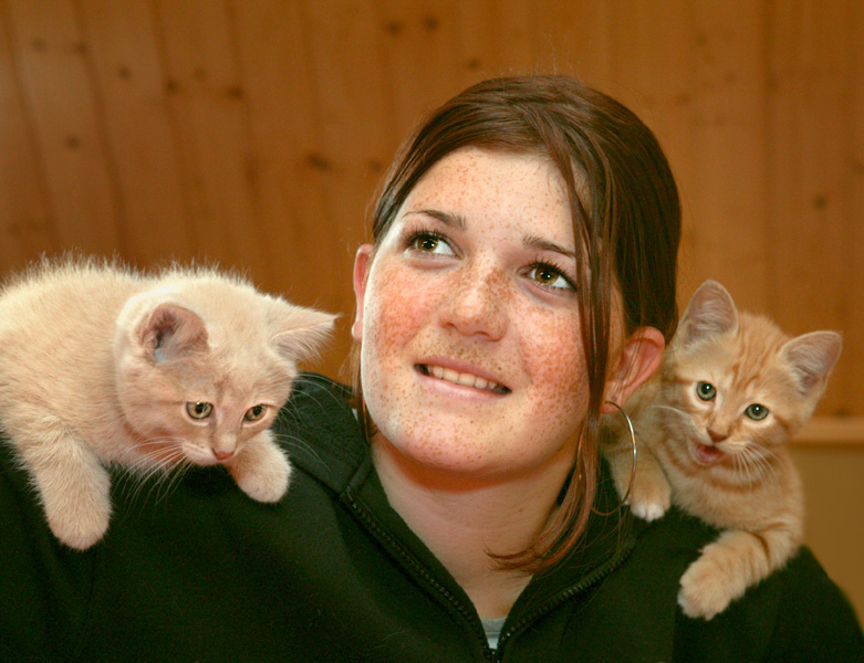 Amel with two kitten