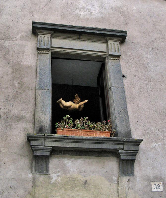 Cherub in a window<br />8644